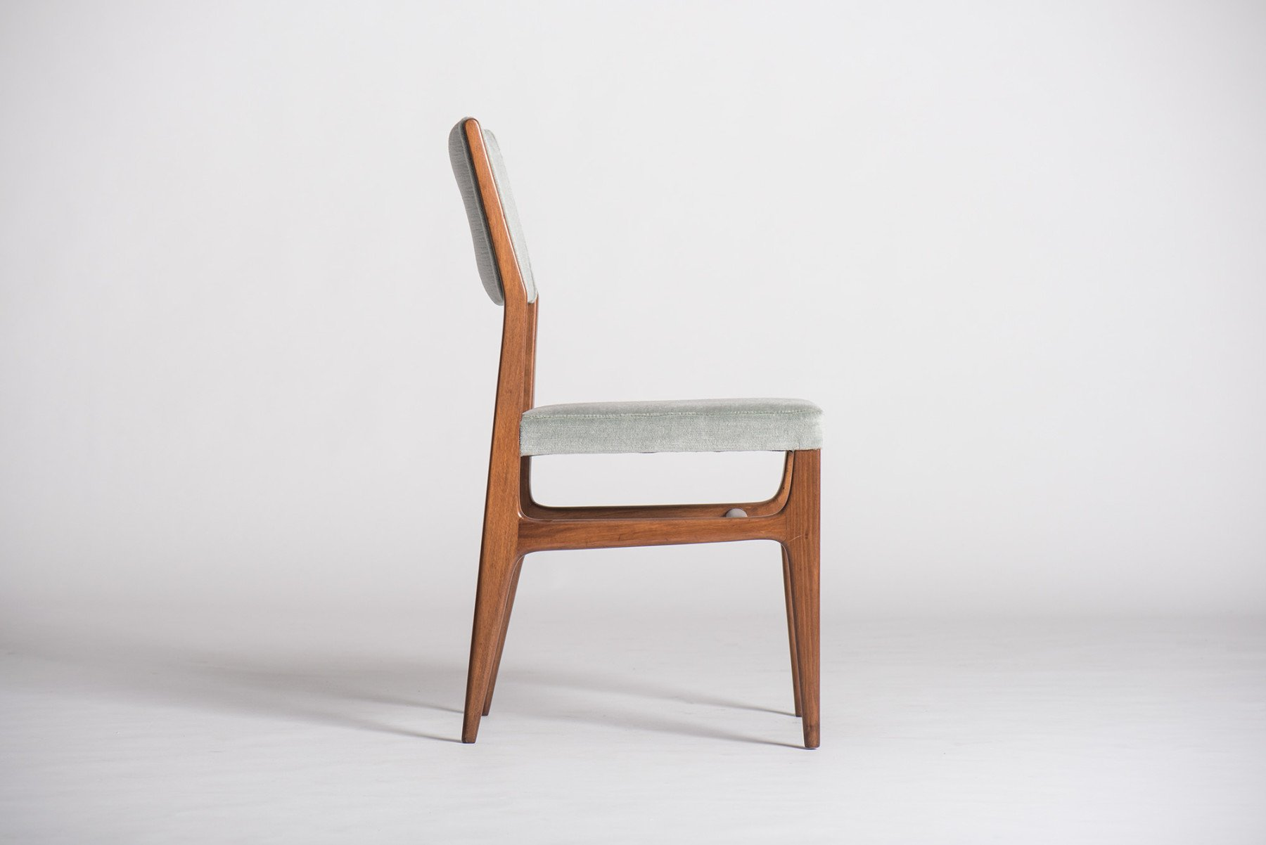 Gio Ponti dining chair model 111 at design and art gallery Casati Gallery