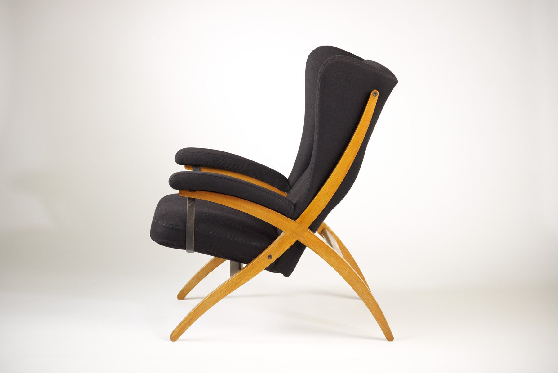 Side picture of Fiorenza chair PL44, designed by Franco Albini