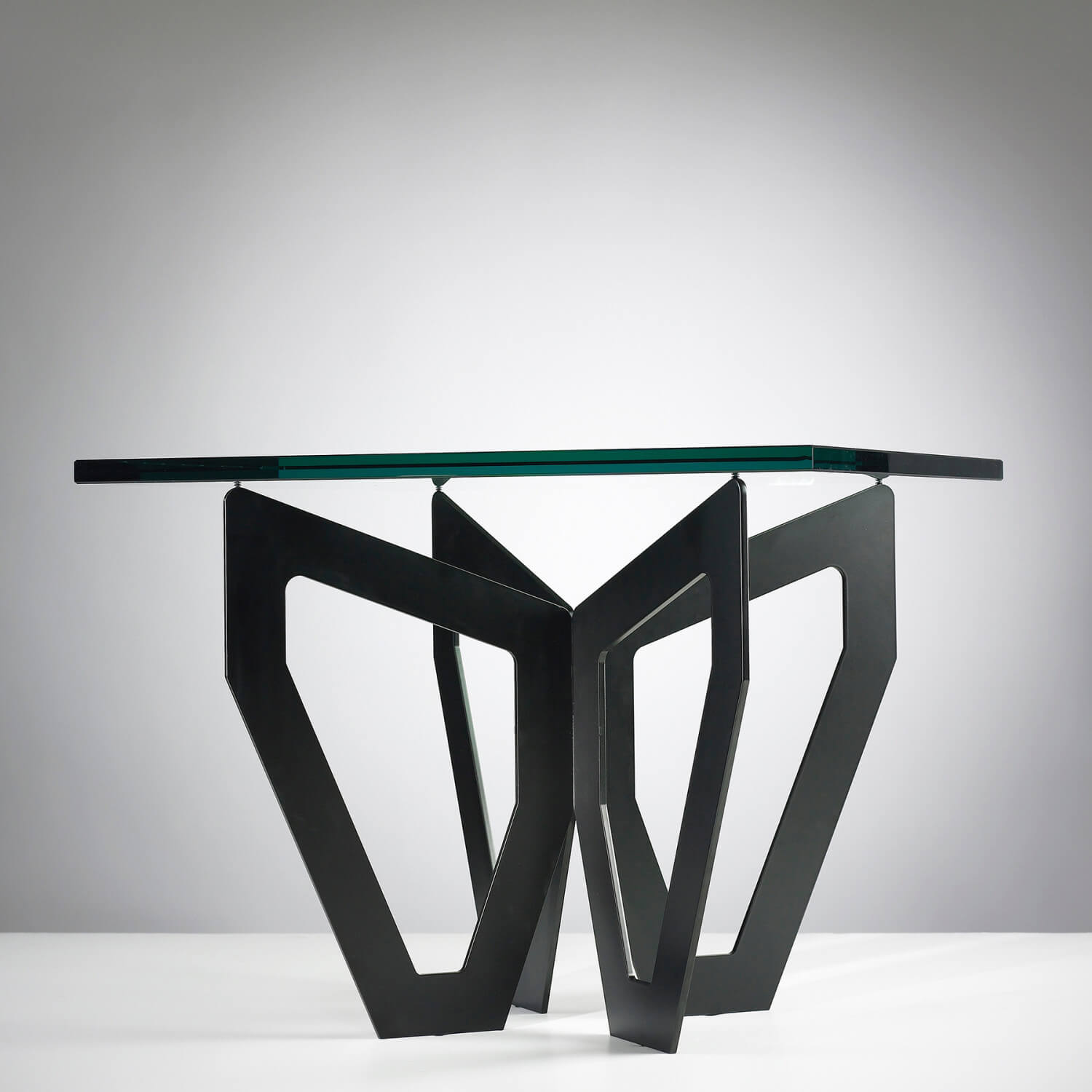 Jonathan Nesci |                                  H1 - table, square