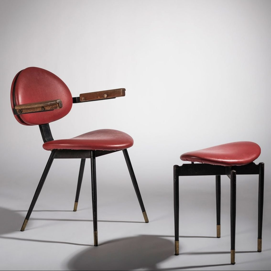 Italian designer Carlo Mollino chair and ottoman frontal view at Italian design and art Casati gallery