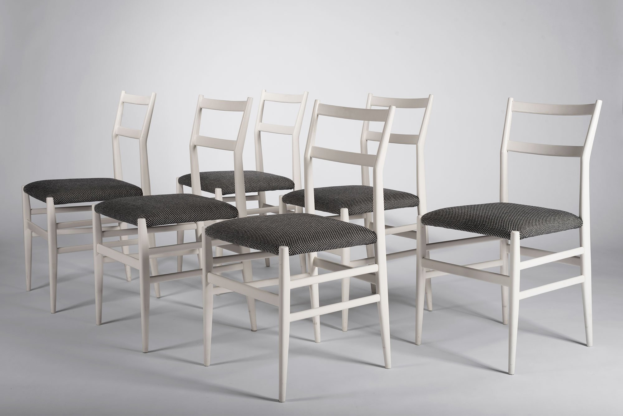 Leggera dining chairs model 646/2 by Gio Ponti. This chair is a predecessor to the Superleggera.