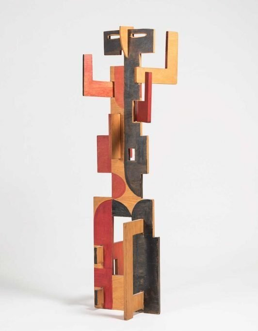 Wooden sculpture by Italian artist Salvatore Fiume at Italian art and furniture gallery Casati Gallery