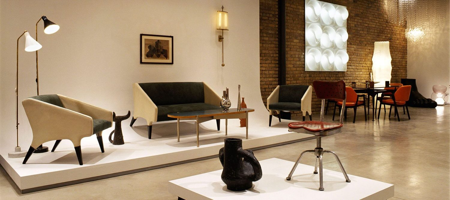 Home Page picture of the Showroom of Furniture and Design Gallery Casati Gallery showing a Gio Ponti Sofa and Armchair