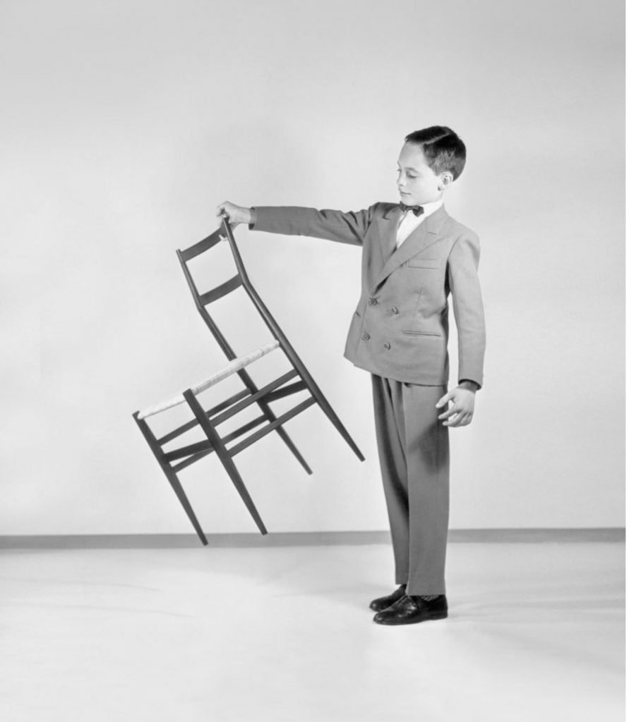 Advertisement of the Superleggera chair designed by Gio Ponti