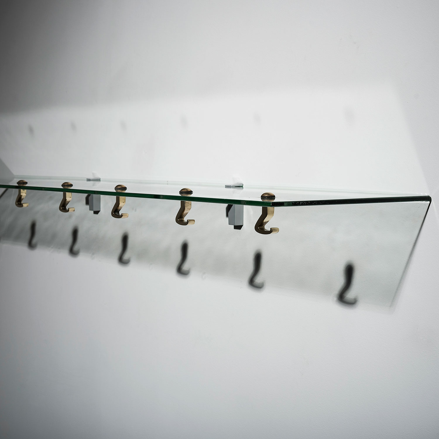 Osvaldo Borsani |  Glass shelf with hangers