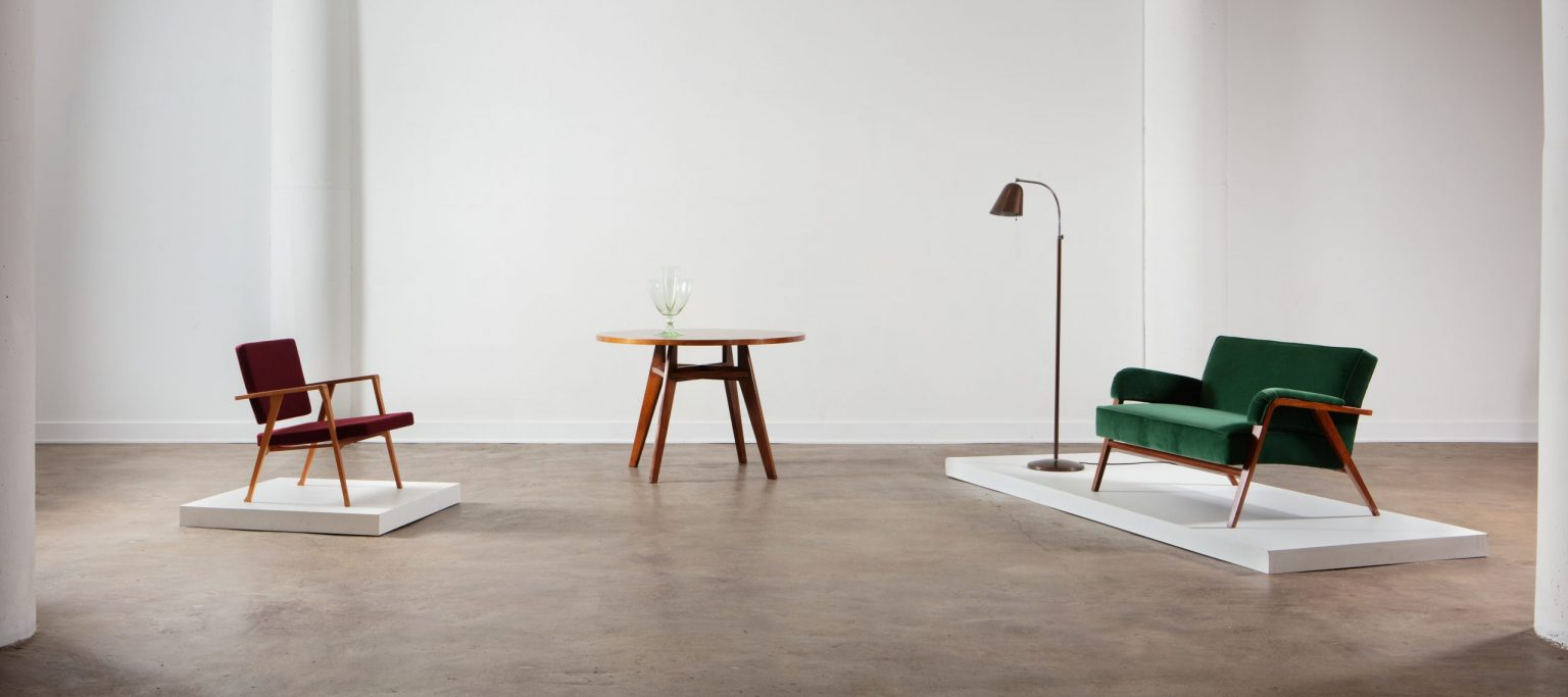 Casati Gallery Homepage photo with Franco Albini chair, sofa, table and a Ignazio Gardella floor lamp