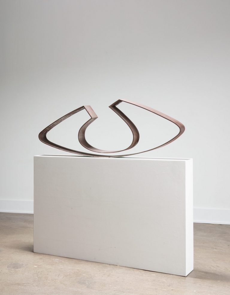 Steel sculpture Vuoto in Equilibrio by Angelo Mangiarotti at Casati Gallery portrait photo